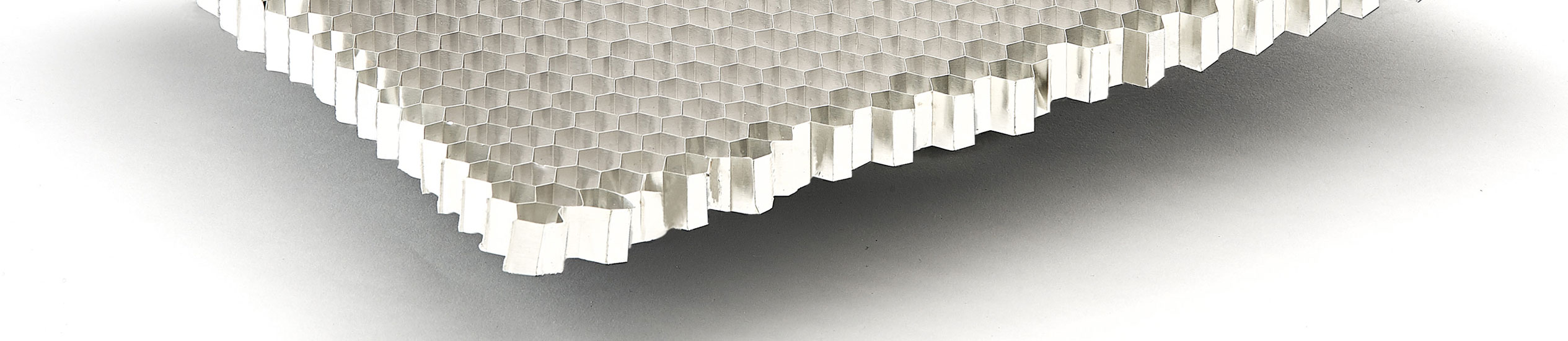 Aluminium honeycomb is used for several of applications and in different sectors such as: public transport industry,nautical sector, building industry, etc...